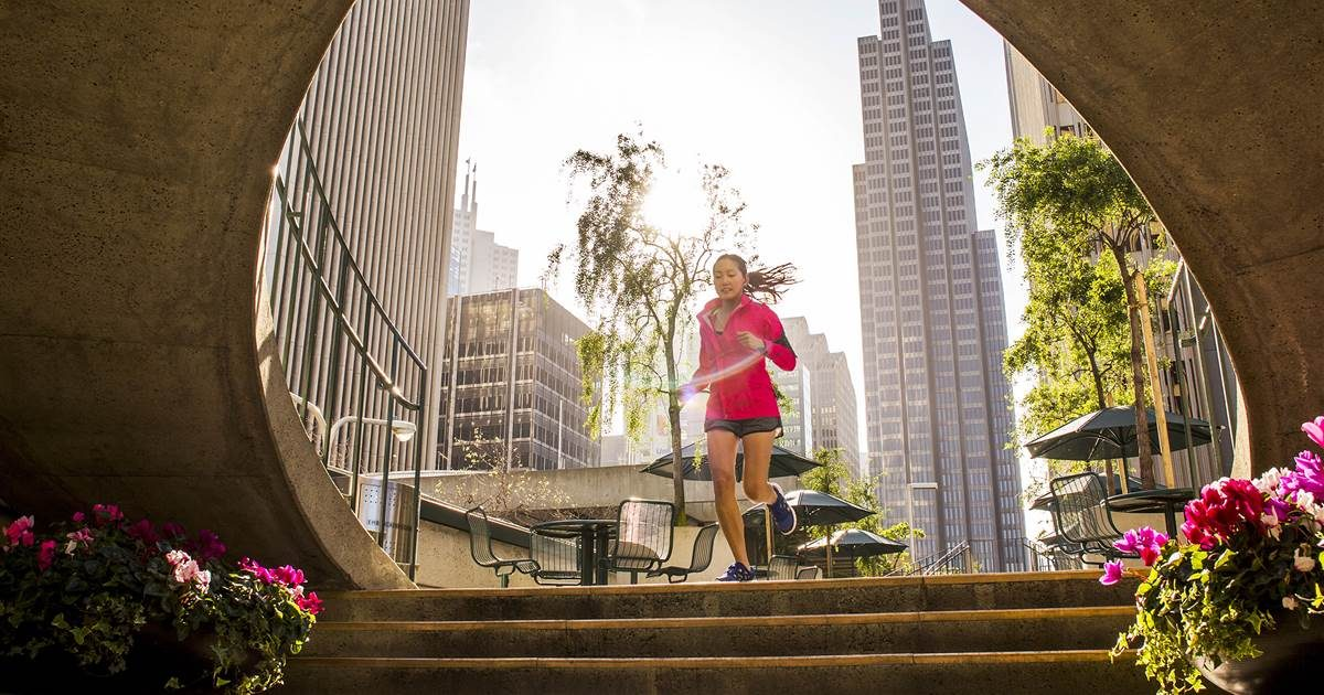 Get fit for summer season with this 30- day walk/run period training strategy (no fitness center needed)