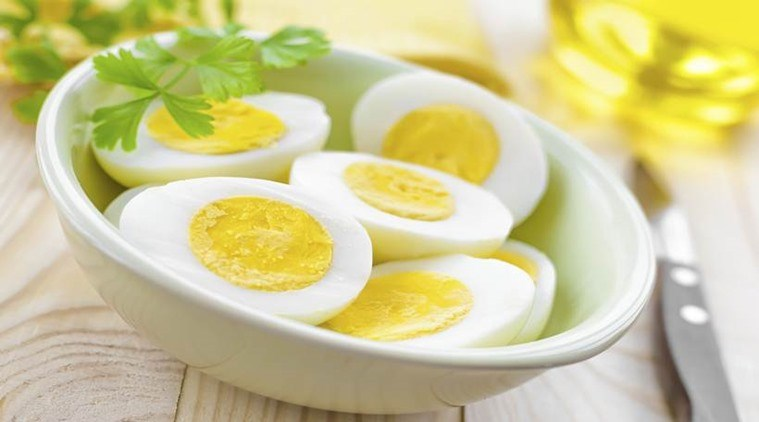 egg whites, wggs, whole eggs, indianexpress.com, indianexpress, proteins, whole eggs or white eggs what to have, white egg protein, wight loss and eggs, egg recipes, lovneet batra, bodybuilding egg whites,